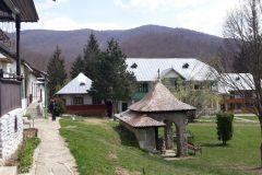 Manastirea-Suzana-de-pe-Valea-Teleajenului-3